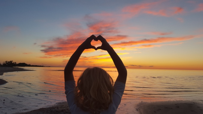 Summer Sunset with Heart Hands | www.jenniferdyck.com